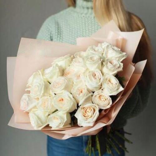 Купить на заказ Заказать Букет из 31 белой розы с доставкой по Риддеру с доставкой в Риддере