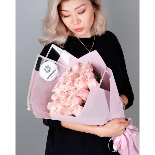 Купить на заказ Заказать Букет из 25 розовых роз с доставкой по Риддеру с доставкой в Риддере
