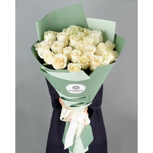 Купить на заказ Заказать Букет из 25 белых роз с доставкой по Риддеру с доставкой в Риддере