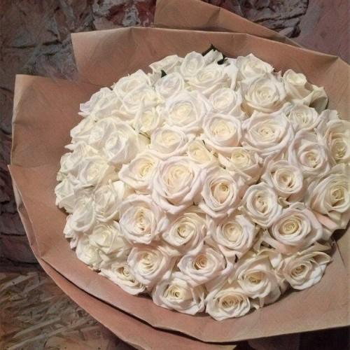 Купить на заказ Заказать Букет из 101 белой розы с доставкой по Риддеру с доставкой в Риддере